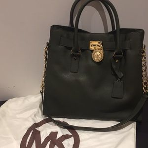 Women s Michaels Kors Outlet Handbags on Poshmark 8155680971